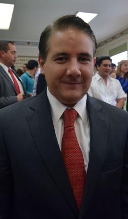 1708 CARLOS HERNANDEZ